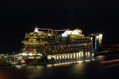 Härliga skepp och kryssningeyeliner Arkivfoton