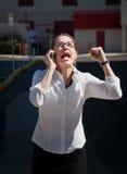 härliga skrän för kvinna för celltelefon arkivfoto