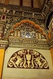 Härliga skulpturer i den dharbar korridoren för departementkorridor av thanjavurmarathaslotten Arkivfoton