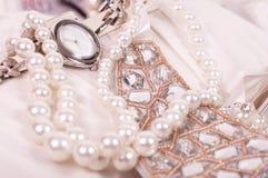 Härliga smycken och klocka Fotografering för Bildbyråer