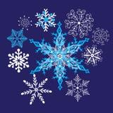 Härliga snöflingor för ljus vinter Royaltyfri Foto