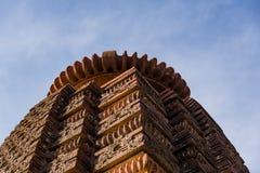 Härliga sned forntida Jain tempel som konstrueras i den 6th århundradeANNONSEN i Osian, Indien Royaltyfri Fotografi