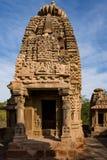 Härliga sned forntida Jain tempel som konstrueras i den 6th århundradeANNONSEN i Osian, Indien Royaltyfria Bilder
