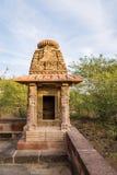 Härliga sned forntida Jain tempel som konstrueras i den 6th århundradeANNONSEN i Osian, Indien Royaltyfria Foton