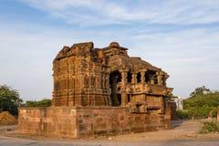 Härliga sned forntida Jain tempel som konstrueras i den 6th århundradeANNONSEN i Osian, Indien Arkivbild