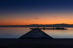 Härliga solnedgångfärger i sjön Ohrid Royaltyfria Bilder