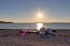 Härliga solnedgångskott som tas på stranden av Laboe i Tyskland på solig sommardag för s arkivfoto
