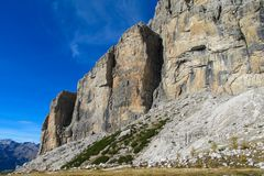 Härliga steniga berg Dolomiti di Brenta, Italien Royaltyfria Bilder