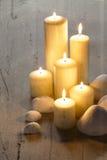 Härliga stora stearinljus ställde in tillsammans för aromatherapy Royaltyfria Foton