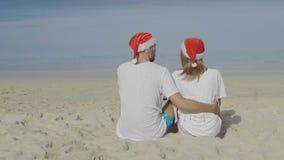 Härliga strandpar för jul stock video