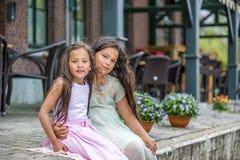 härliga systrar Royaltyfri Bild