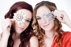 Härliga systrar i vinter Royaltyfri Foto