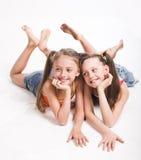 härliga systrar två arkivbilder