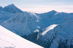 Härliga Tatra berg i vinter. Arkivfoton