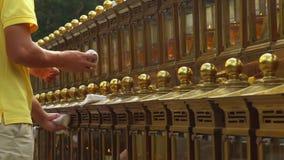 H?rliga traditionella stearinljus Stor rad av stearinljus Kinesisk kultur arkivfilmer