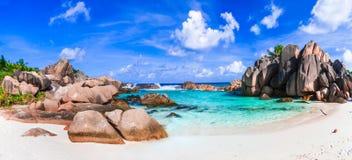 Härliga tropiska exotiska beacheAnse Cocos, LaDigue ö, Se arkivfoto