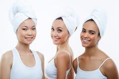 Härliga unga kvinnor tycker om renhet och Fotografering för Bildbyråer