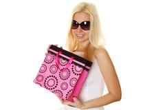 härliga unga shoppingkvinnor Arkivbilder