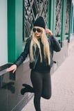 Härliga utomhus- modeflickor Royaltyfri Bild