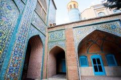 Härliga väggar med färgrika tegelplattor & minaret av den Jameh moskén byggde 1812 Fotografering för Bildbyråer