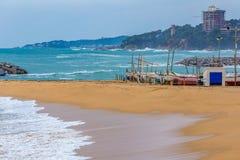 Härliga vågor på det spanska medelhavs- havet arkivfoto