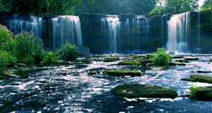 härliga vattenfall Arkivbilder