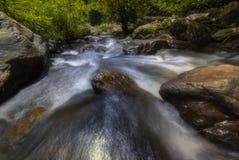 Härliga vattenfall i nationalpark i Thailand Khlong Lan Waterfall, Kamphaengphet landskap Arkivbild