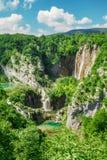 Härliga vattenfall i nationalparkPlitvice sjöar, Kroatien Fotografering för Bildbyråer
