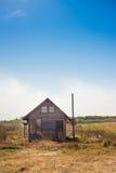 Härligt övergett hus i det ensamma landet någonstans i Bulgarien, Europa Arkivfoton