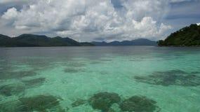 Härligt Andaman hav som är sydligt av Thailand Arkivbilder