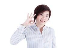 Härligt asiatiskt le för kvinna som isoleras på vita lodisar Fotografering för Bildbyråer