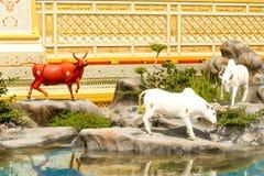 Härligt av djur tre runt om den kungliga krematoriet på November 04, 2017 Arkivfoton