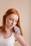 härligt barn för flickahårred Fotografering för Bildbyråer