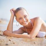 härligt barn för sandseashorekvinna Royaltyfria Foton