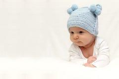 Härligt behandla som ett barn i hatt Royaltyfri Fotografi