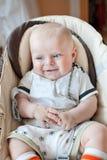 Härligt behandla som ett barn pojken med att le för blåa ögon Arkivfoton