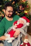 Härligt behandla som ett barn Santa Claus att sova Royaltyfria Bilder