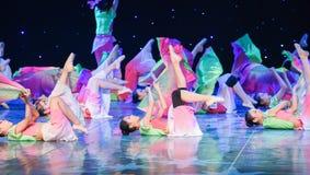 Härligt ben-silke fan-Kina etnisk dans Arkivbilder