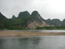 Härligt berg och flod i porslin Royaltyfri Bild