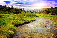 Härligt bergflodlandskap Royaltyfri Bild