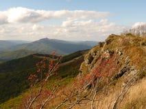 Härligt berghöstlandskap Bieszczady Arkivfoto