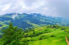 Härligt berglandskap för backar royaltyfri fotografi