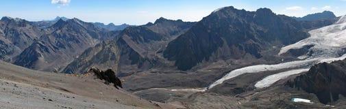 Härligt berglandskap i Anderna Arkivbilder