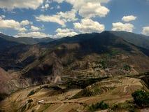 Härligt berglandskap i bakländer av Yunnan Fotografering för Bildbyråer
