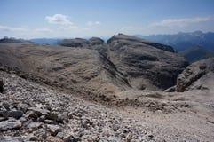 Härligt berglandskap i dolomitesna Arkivbild