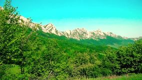 Härligt berglandskap i sommartid arkivfilmer