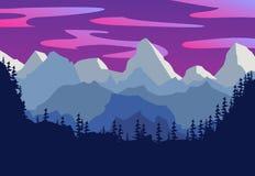 Härligt bergnattlandskap Kontur av en skog på th Royaltyfri Bild