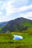 Härligt bergsjölandskap Arkivbild
