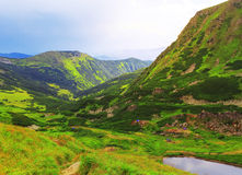 Härligt bergsjölandskap Arkivfoto
