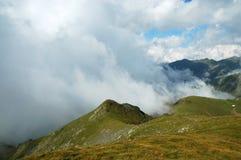 Härligt bergsommarlandskap fagarasberg romania Royaltyfri Foto